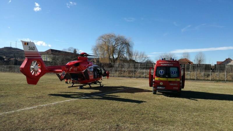 Fetiță de 3 ani, dusă cu elicopterul SMURD în Capitală. Ar fi înghițit pastilele bunicii