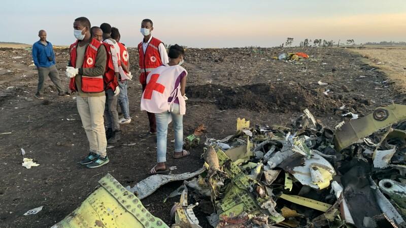 Craterul format la locul prăbușirii avionului companiei Ethiopia Airlines