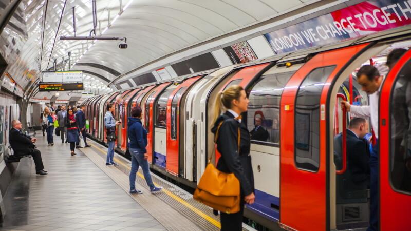 Român de 20 de ani omorât într-o stație de metrou din Londra. Cine sunt autorii