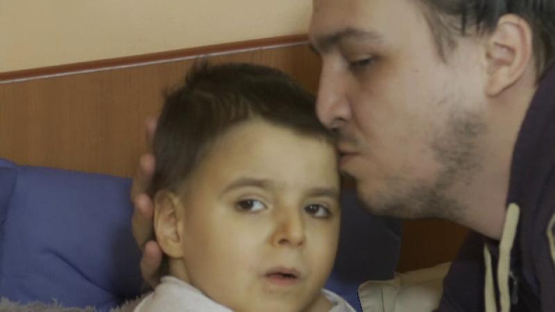 Un escroc a strans bani in numele unui copil grav bolnav. Cum il puteti ajuta pe Andrei