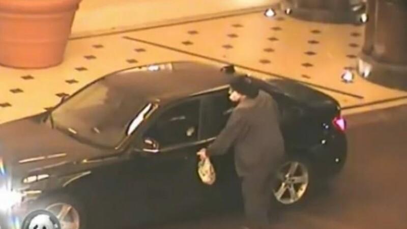 Momentul în care un bărbat care a jefuit cazinoul Bellagio este împușcat de 4 polițiști
