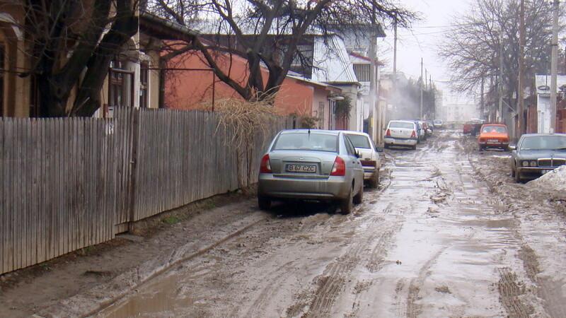Amenda uriașă primită de un șofer din Vrancea pentru că a murdărit carosabilul cu noroi