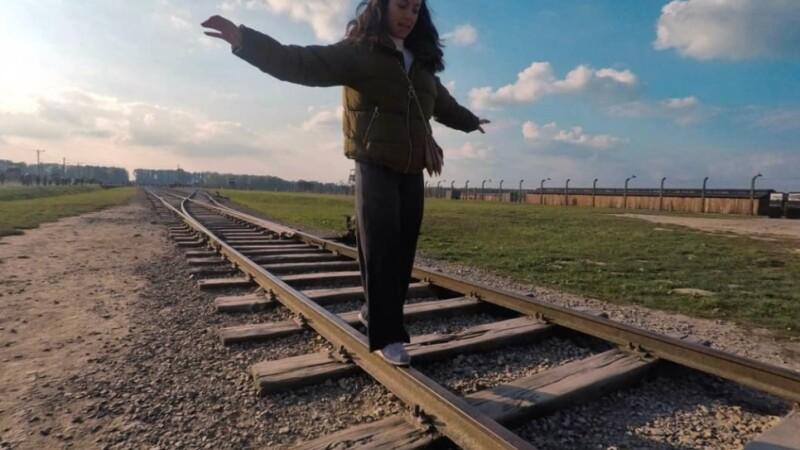 Imagini revoltătoare cu turiștii care vizitează Auschwitz