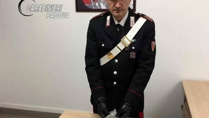 Doi italieni au lovit maşina unui român şi au vrut să-l despăgubească în marijuana