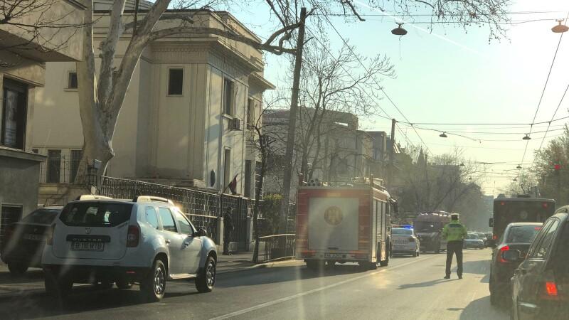 Accident în centrul Capitalei. 3 răniți după ce un șofer nu a acordat prioritate unui troleibuz