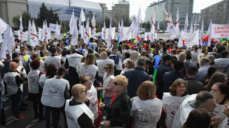 """Peste 1.500 de grefieri au protestat în Capitală. """"Suntem nemulțumiți de Legile Justiției"""""""