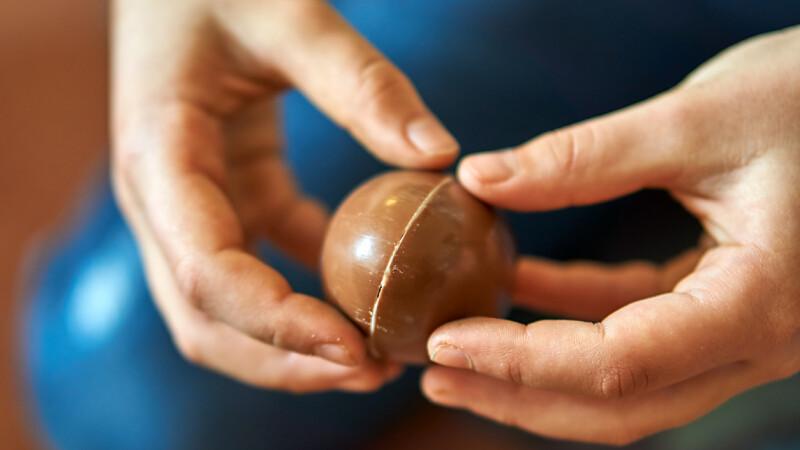 Ce a găsit o mamă într-un ou de ciocolată