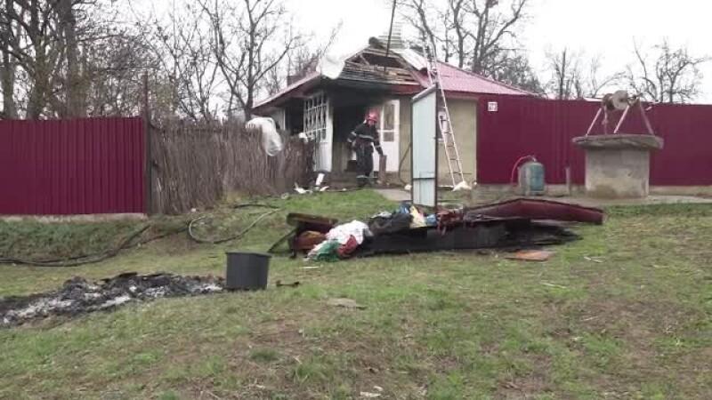 Și-a bătut partenera, apoi a dat foc la casă. Explicația unui botoșănean pentru incident