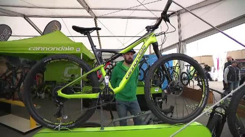 Românii cumpără tot mai multe biciclete. Câte persoane au trecut în 3 luni pe pista de la Victoriei