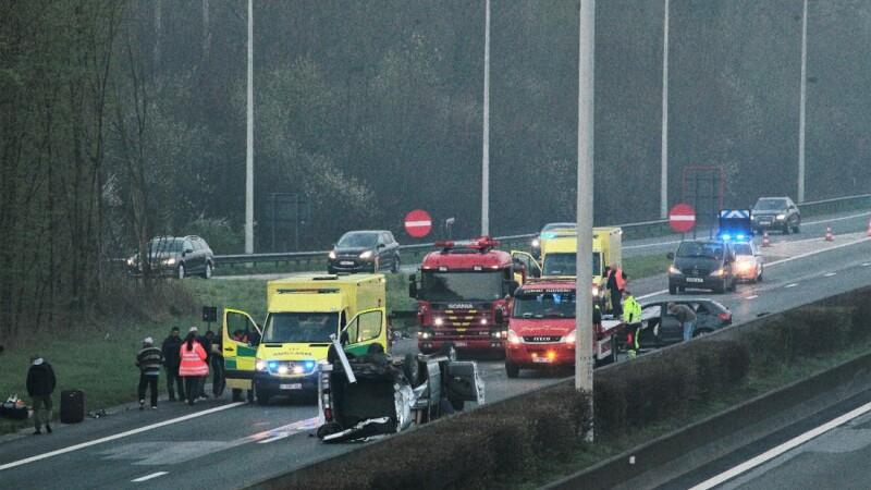 Şase români răniţi uşor într-un accident petrecut în Belgia. Un șofer a adormit la volan