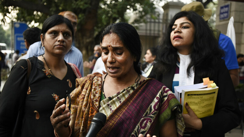 Autorii unui viol în grup în capitala Indiei vor fi spânzuraţi în 20 martie