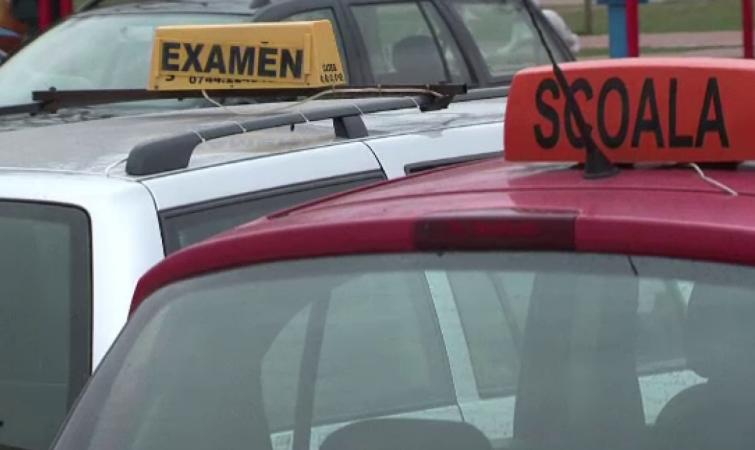 Examinările pentru obţinerea permisului de conducere se suspendă de marți