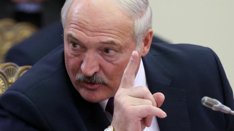 """Lukașenko a găsit leacul coronavirusului: """"Tractorul îi va vindeca pe toți!"""""""
