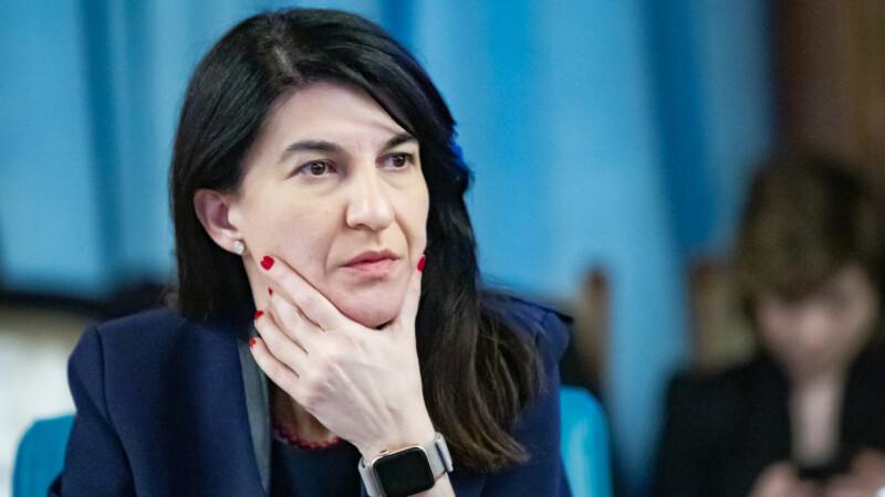 Ministrul Muncii, Violeta Alexandru, spune că sunt bani pentru pensii și salarii