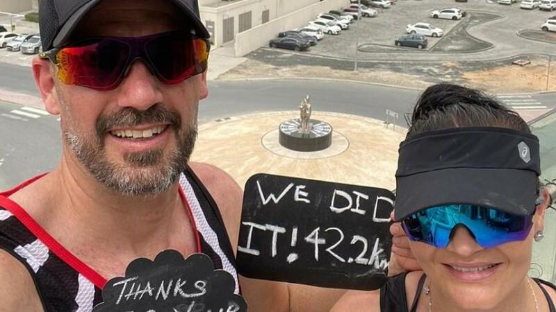 Un cuplu de sud-africani a alergat pe balcon 42,2 kilometri