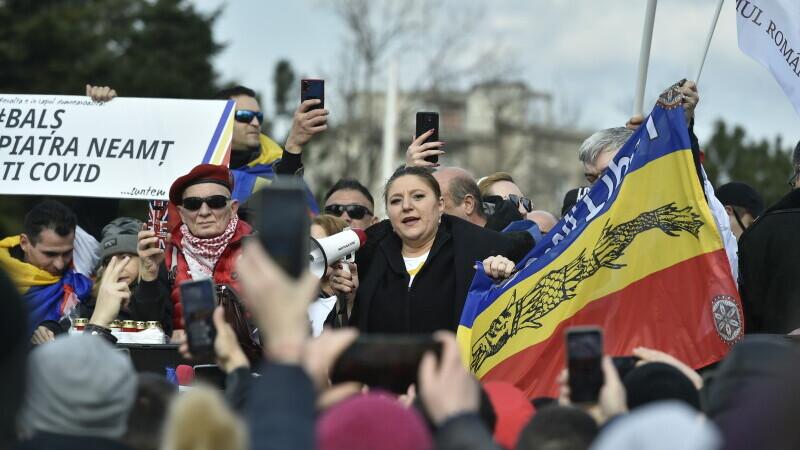 Proteste în mai multe orașe din țară, împotriva restricțiilor. Sute de persoane s-au strâns în Piața Victoriei