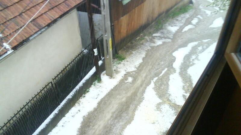 Inundatii si grindina