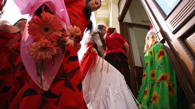 Ziua Internationala a Romilor, sarbatorita cu fast. Regele Stanescu a facut cadouri de 150.000 de €