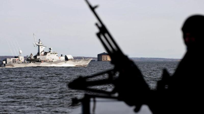 Marinar roman impuscat pe o nava capturata de somalezi