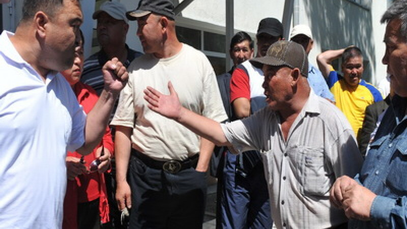 Haosul domneste in Kargazstan:doi morti si 60 de persoane ranite!