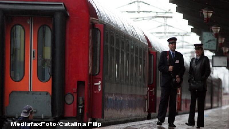 Portiuni de cale ferata inundate! Zece trenuri anulate