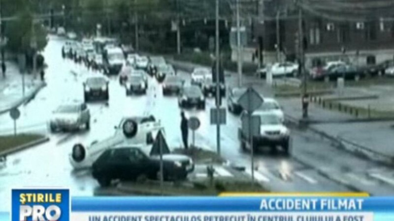 Accident spectaculos in Cluj. Incredibil, soferul a scapat nevatamat. VIDEO