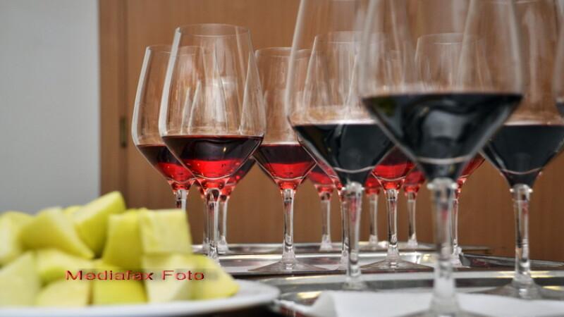 Vinuri, pahare cu vin, degustare