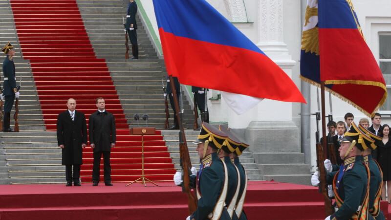 Vladimir Putin si Dmitri Medvedev