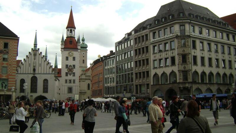 Germania, Munchen, oameni pe strada