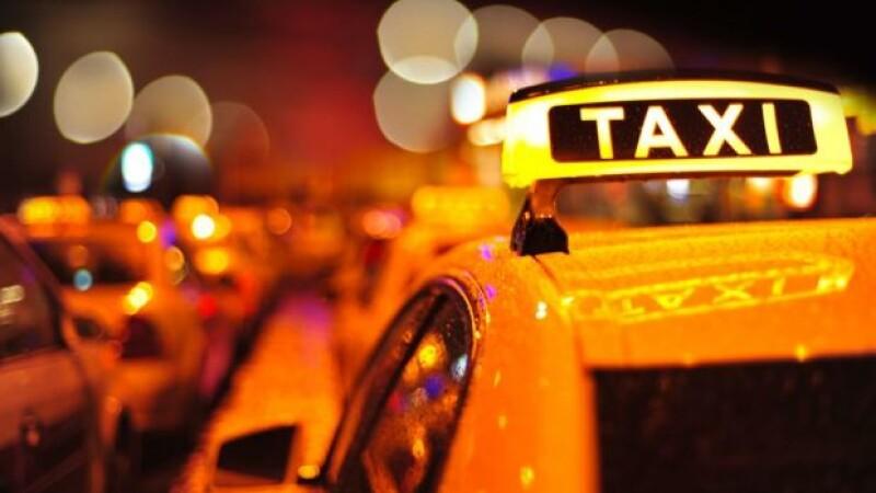 Taximetristul din India care conduce cu spatele de 11 ani. Momentul in care a hotarat sa devina