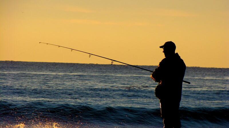 Un pescar din Rusia a incremenit cand a vazut ce s-a prins in undita. \