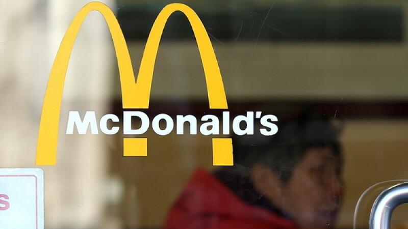 S-a dus in stare de ebrietate la McDonald's si a vrut un cheeseburger. A ajuns la inchisoare din cauza a ce a facut dupa