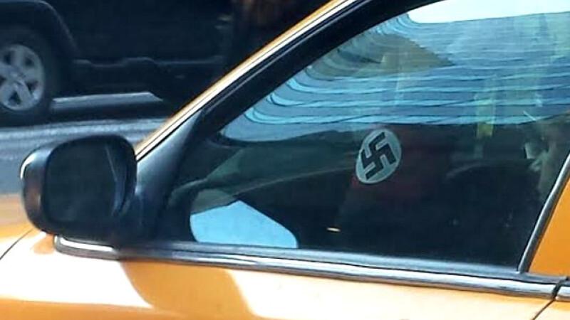 Banderola nazista l-a facut sa isi piarda licenta. Povestea taximetristului din New York care a revoltat locuitorii orasului
