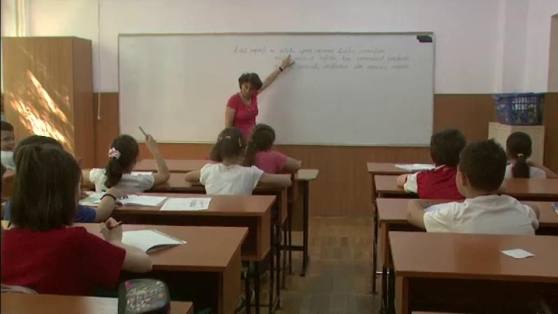 Se schimba programa scolara: mai multe ore de limba romana, mai multe de miscare. Elevii, incurajati sa renunte la \