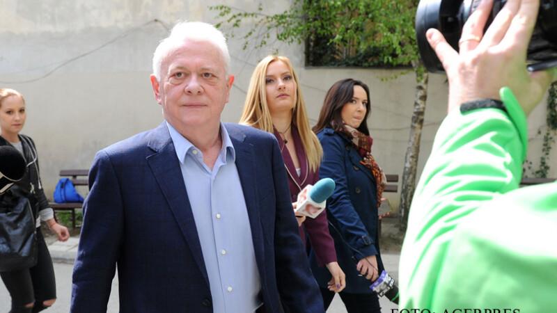 Fostul deputat Viorel Hrebenciuc s-a prezentat la sediul Inaltei Curti de Casatie si Justitie (ICCJ) FOTO: AGERPRES