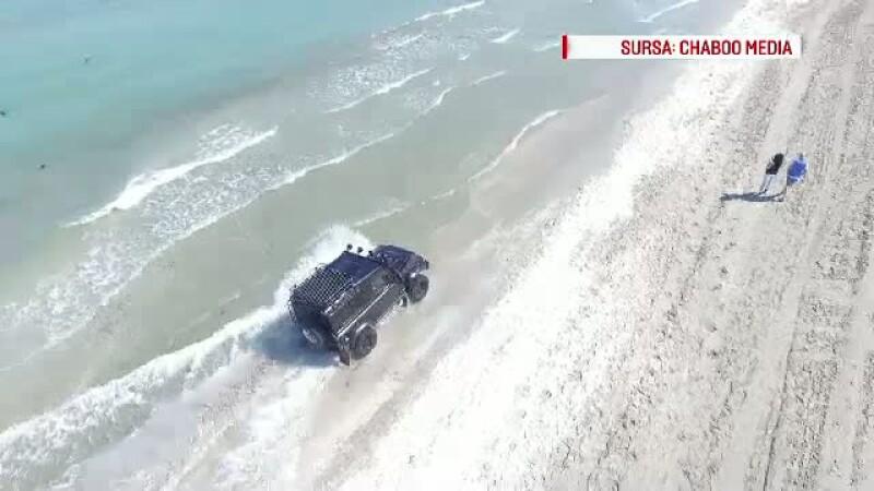Masina pe plaja