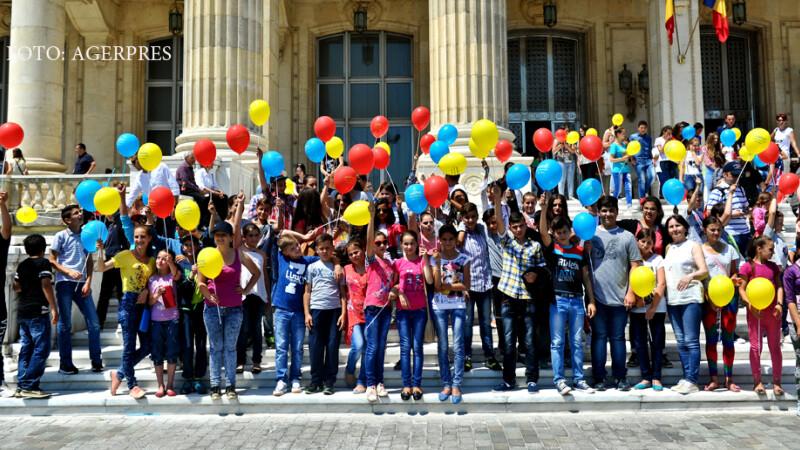 Copii, alaturi de parinti, participa la Ziua Portilor Deschise pentru Copii, la Camera Deputatilor, eveniment organizat cu prilejul Zilei Internationale a Copilului