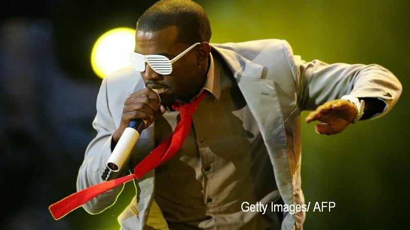 Conturile de Twitter si Instagram ale rapperului Kanye West au fost dezactivate vineri