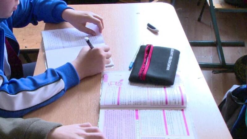 Experti straini: Elevii romani merg la scoala pentru note, nu ca sa invete ceva. Recomandarile UNICEF