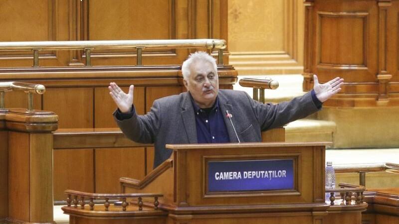 Gesturi obscene si vocabular suburban in Parlament. Deputatul PSD Nicolae Bacalbasa: