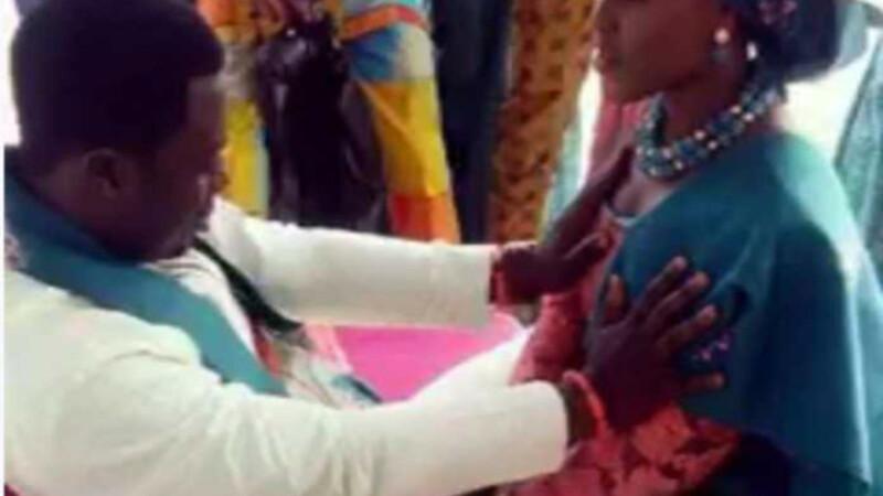 "Un pastor din Kenya sustine ca vindeca printr-o metoda bizara. ""Cand atingi sanii, indeplinesti voia lui Dumnezeu\"