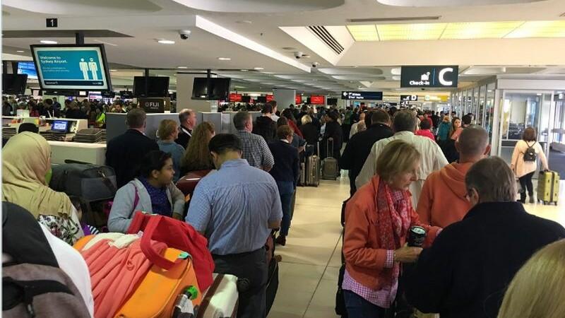 Pasageri blocati in aeroporturi