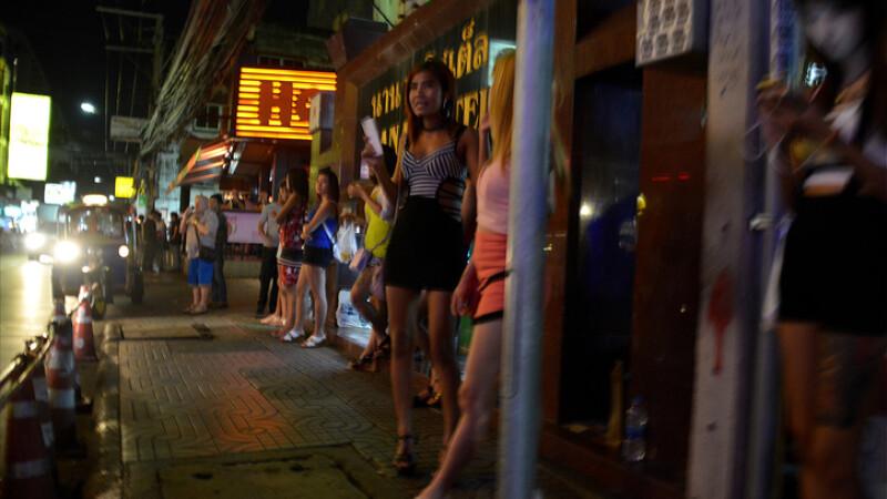 """Cazul celor 8 tinere obligate să se prostitueze în Italia. Au """"făcut"""" 300.000 de € pentru proxeneți"""