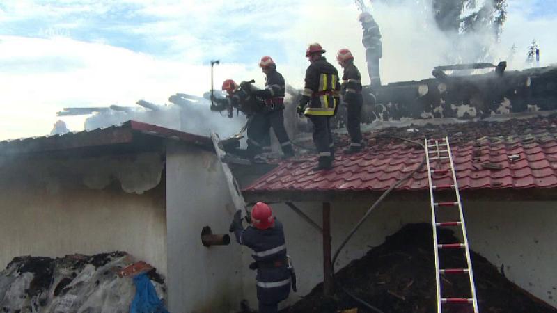 Un bărbat a murit într-un incendiu care a cuprins casa. Flăcările, declanșate de o candelă