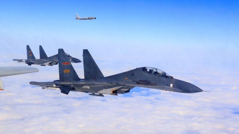 Beijingul a trimis o forţă aeriană în zona disputată din Marea Chinei de Sud.