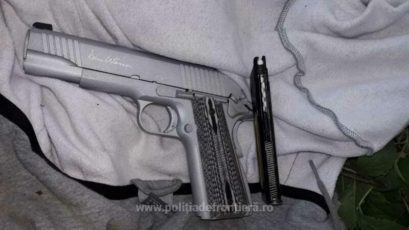 Şofer din Constanţa, ameninţat cu pistolul de un pieton, care i-a furat maşina