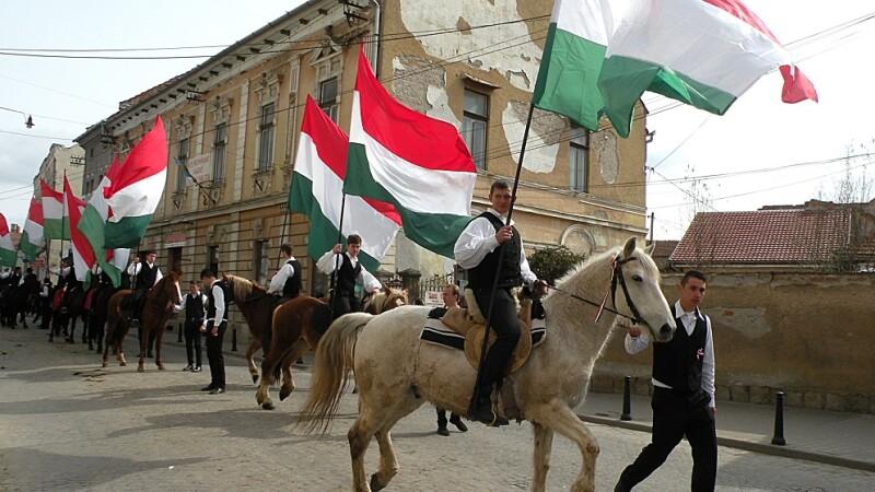 Participanti la manifestarile organizate de Ziua Maghiarilor de Pretutindeni, la Targu Secuiesc.