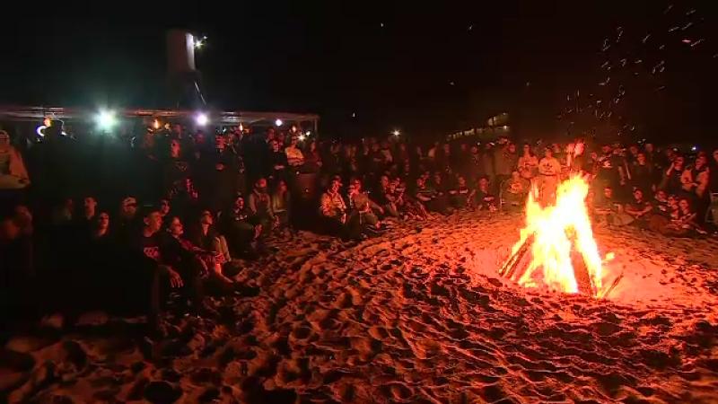 foc pe plaja la Vama Veche