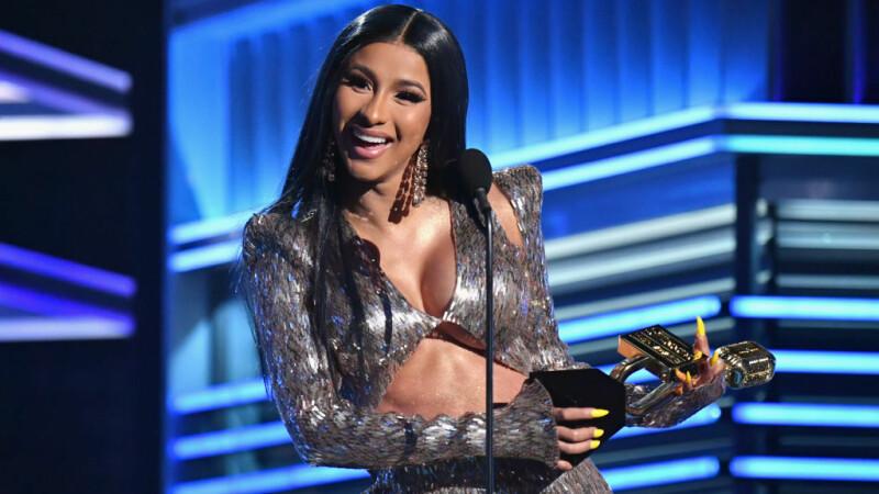 Imaginile cu ținuta lui Cardi B care au stârnit controverse la Billboard Awards 2019 - 1