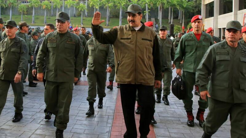 Nicolas Maduro inconjurat de militari
